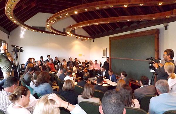 Pleno extraordinario de ayer que implicó el cierre definitivo de la Mancomunidad del Bajo Guadalquivir. / Alba Poveda