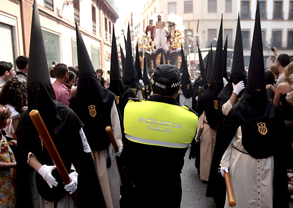 Policía local durante la Semana Santa. / Javier Díaz