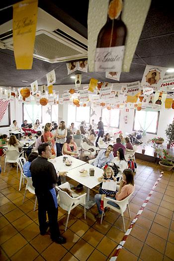 Tapeo típico de Feria y actuaciones flamencas durante todo el día. / Pepo Herrera