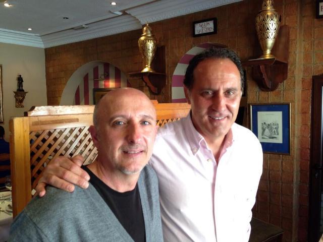 Romo posa junto a Francisco antes de hablar en Canal Sur / La Jugada