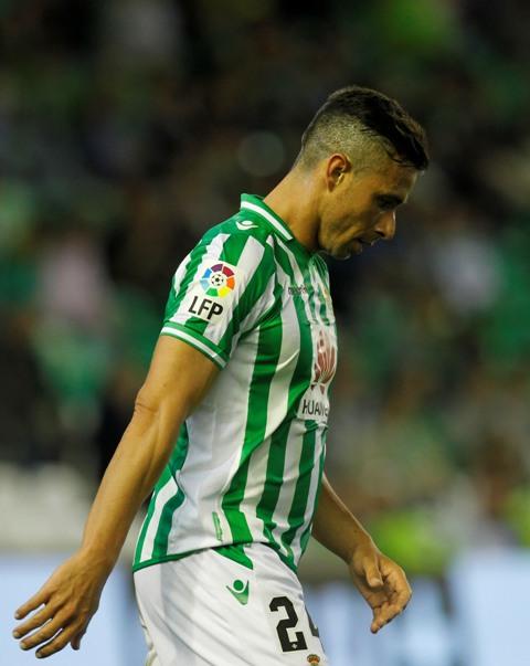 Rubén Castro, abatido tras el descenso del Betis el pasado sábado / Ramón Navarro