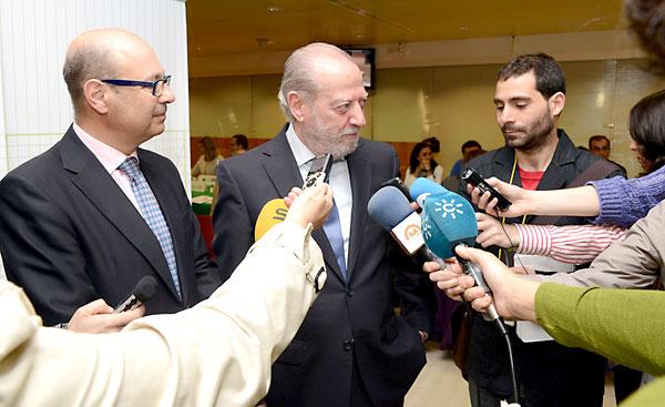 El presidente de laDiputación,Fernando Rodríguez Villalobos, con el diputado de Hacienda, Manuel González Lora. / Foto. El Correo