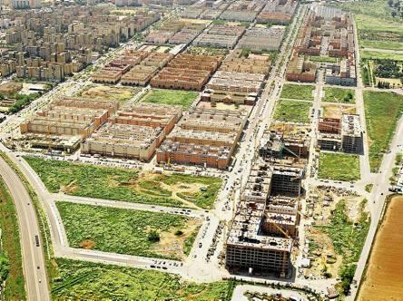 Vista aérea de las nuevas promociones de Emvisesa en Pino Montano, en plena construcción en el año 2007.