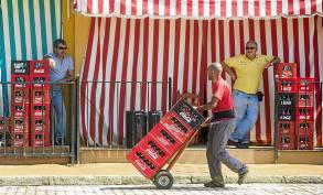 Por las mañanas, la Feria es un trajín continuo de carretillas de un lado para otro.