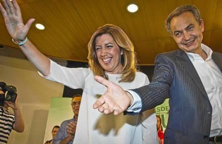 Susana Díaz ayer en un mitin del PSOE en Huelva junto al expresidente José Luis Rodríguez Zapatero. / Julián Pérez (EFE)