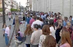 Sevilla 25 05 2014: Besa mano Macarena<br /><br /><br /><br /><br />  FOTO:J.M.PAISANO
