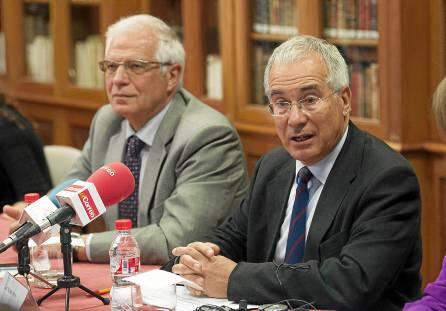 Josep Borrell, junto a Nicholas Stern, que inauguró la Escuela de Cambio Climático de la Fundación Focus-Abengoa. / J.M. Paisano