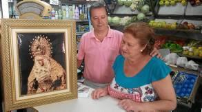 Los dueños de Alimentación Rafalito anhelan la vuelta de la Virgen. / M.G.