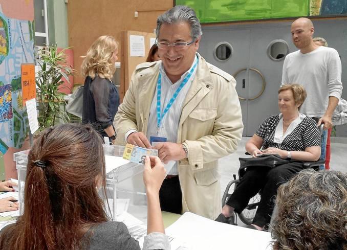 El alcalde de Sevilla, Juan Ignacio Zoido (PP), votando para estas pasadas elecciones municipales de 2014. / El Correo