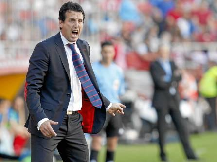 El entrenador del Sevilla, Unai Emery, durante un partido en el Ramón Sánchez-Pizjuán. / Ramón Navarro.