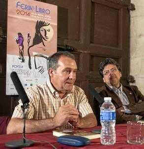 El escritor de Arcos de la Frontera, Pedro Sevilla, y Fernando Iwasaki. / J.M. Paisano