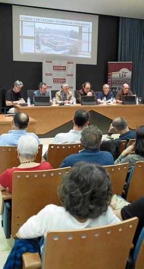 La nutrida mesa de debate sobre el futuro de Altadis. / J.M. Paisano