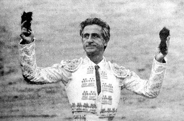 'S.M El Viti' reza el pie de foto de 1979; S.M. es Santiago Martín, pero la antológica faena ¿hace que signifique otra cosa?