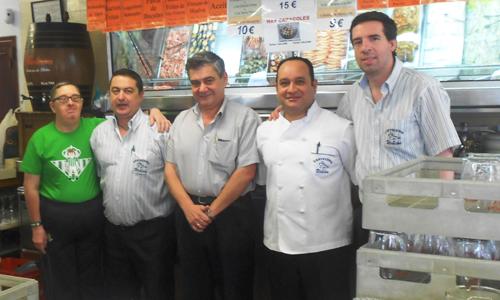 Arriba, el personal encargado de la Cervecería Urbión. Abajo, una imagen del interior del establecimiento. / fotos: JC