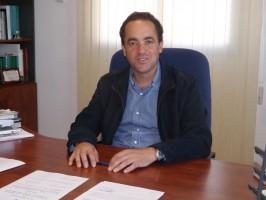 El alcalde de Valencina de la Concepción, Antonio Suárez, en su despacho del Ayuntamiento. Foto: A. P.