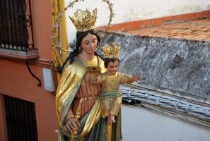 María Auxiliadora durante una de sus procesiones en Utrera. Foto: S. Criado