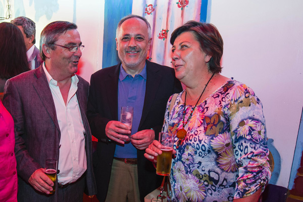 El secretario general de CCOO-Sevilla, Alfonso Vidán;y los concejales de IU José Manuel García y Josefa Medrano. / Foto: Carlos Hernández