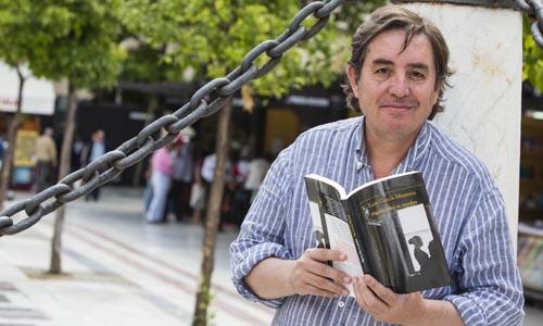 Luis García Montero presenta en la Feria del Libro de Sevilla su última novela. / Carlos Hernández