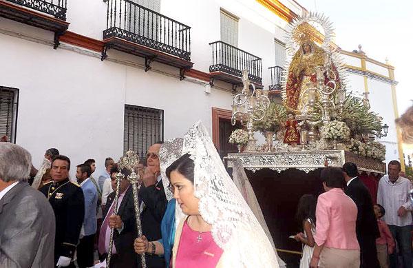 La Virgen de la Soledad durante su estación de gloria de ayer. / Alba Poveda
