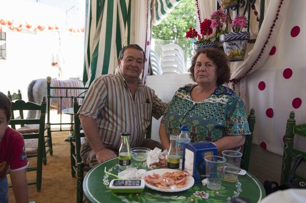 El presidente vecinal, José Antonio Rodríguez, y su esposa. / J.M.Paisano