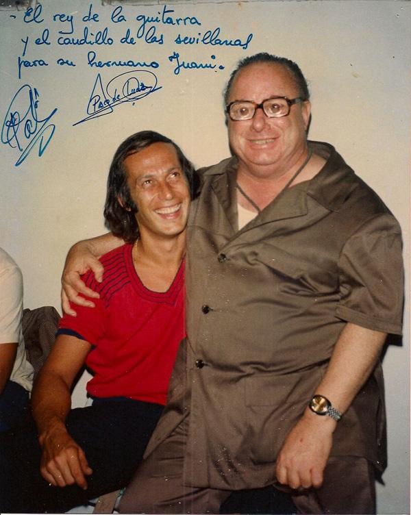 El Pali en una foto con el genio del flamenco Paco de Lucía, recientemente fallecido. / el correo