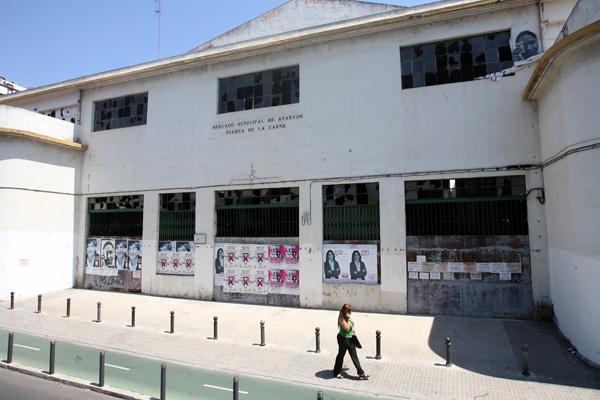 El edificio del Mercado de la Puerta de la Carne está abandonado desde hace años. / Jonathan Palanco
