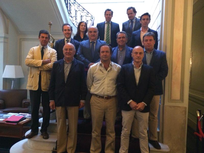 El consejo rector de la lonja de cereales y oleaginosas se constituyó ayer en la Cámara de Comercio. / EL CORREO
