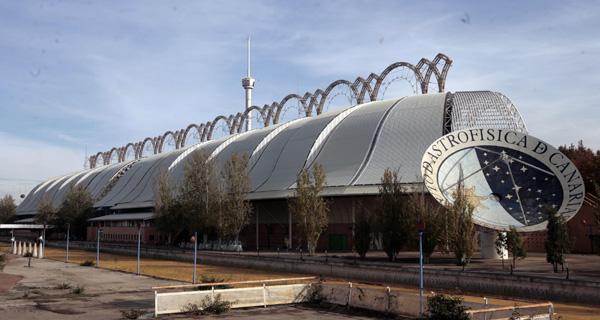 El Pabellón delFuturo permanece sin uso en la Cartuja, junto a los Jardines delGuadalquivir. / El Correo