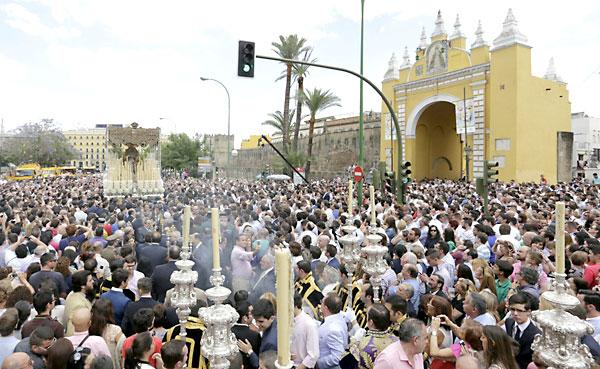 La Macarena por las calles de Sevilla. / Foto: José Luis Montero