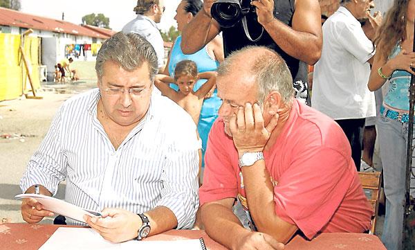 Montoya, en 2007 con el candidato popular Juan Ignacio Zoido. / J.M. Cabello