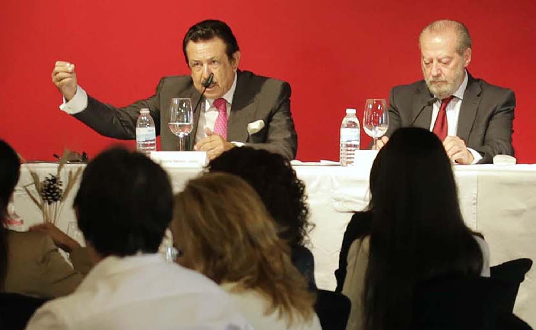 Antonio Morera defendió las líneas estratégicas de El Correo. / José Luis Montero