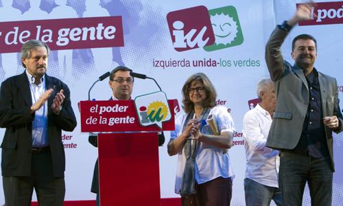 El coordinador general de Izquierda Unida en Andalucía, Antonio Maillo (d), y el candidato al parlmento Europeo por IU, Willy Meyer (i), la candidata numero dos al Parlamento Europeo, Paloma López y el Secretario General del Partido Comunista de España, Jose luis Centella (2i), durante el mitin celebrado hoy en Sevilla con motivo de las elecciones europeas del proximo dia 25 de Mayo. EFE