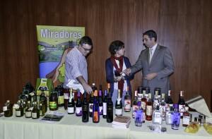 Antonino Sanz, a la izquierda, durante la presentación de las actividades de la III Semana de los Geoparques Europeos. Foto: El Correo