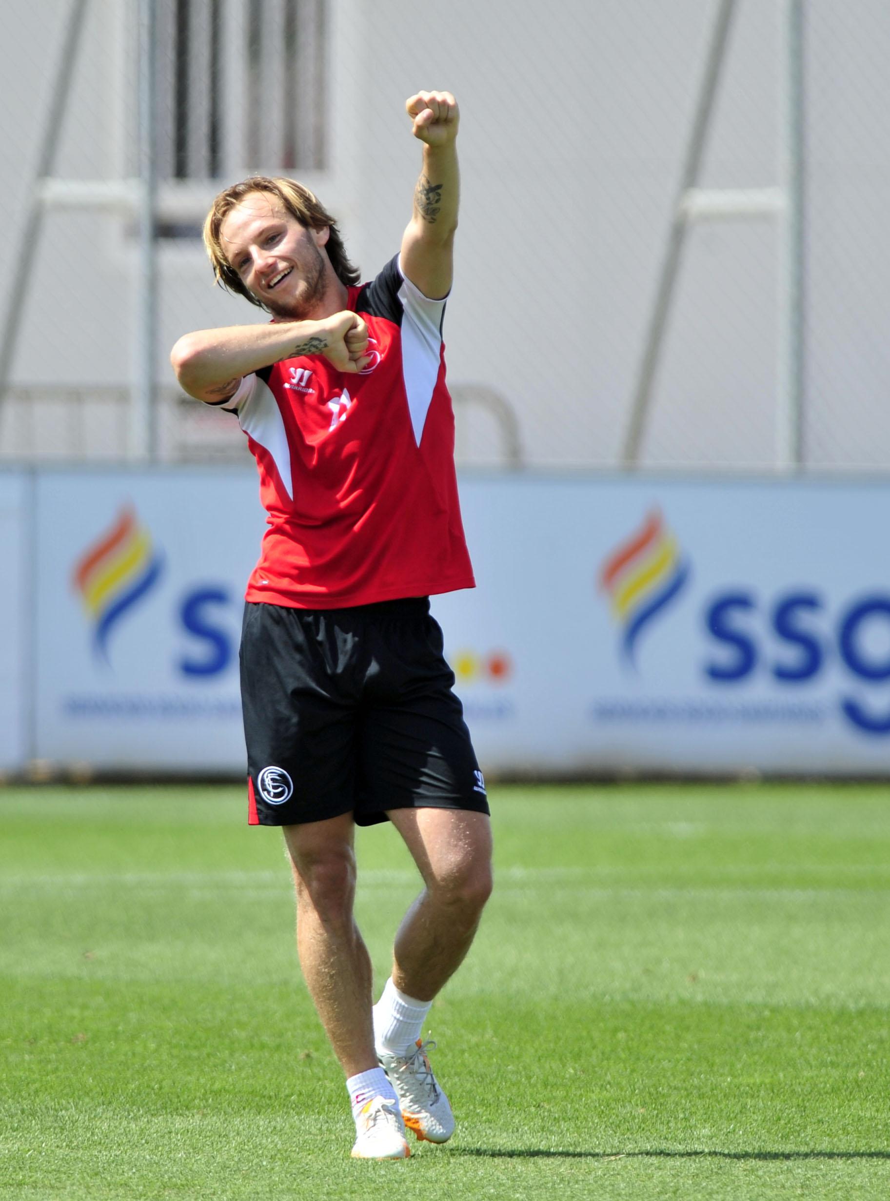 Ivan Rakitic, en el entrenamiento del pasado miércoles. / Kiko Hurtado.