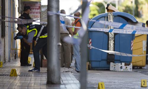 TRES HERIDOS, UNO DE ELLOS POLICÍA, AL IR A IDENTIFICAR A UN HOMBRE EN MÁLAGA