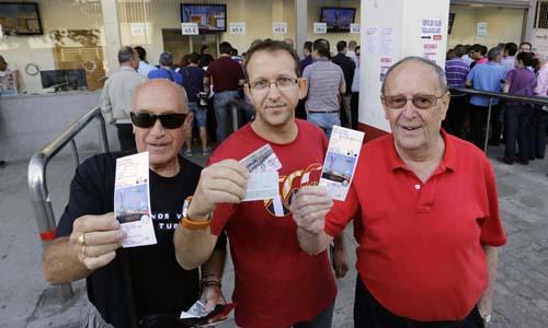 Las entradas, personales e intransferibles conforme marca la legislación italiana, para la final de Turín ya están en manos de los sevillistas. Foto: José Luis Montero.