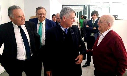 El presidente de la RFEF, Ángel María Villar, visita las instalaciones de la ciudad deportiva del Betis.