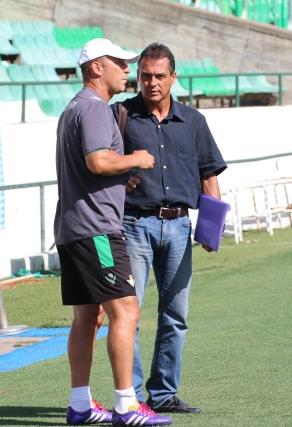 Alexis charla con Calderón, la semana pasada / Real Betis