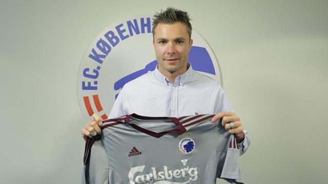 Stephan Andersen posa con la camiseta de su nuevo equipo / FC Copenhague