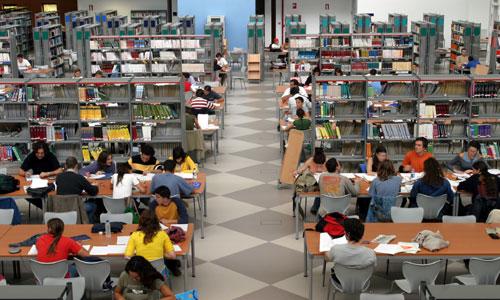 La biblioteca de la Universidad Pablo de Olavide amplía su horario por los exámenes.