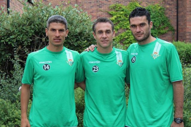 Salva Sevilla, Nacho y Jorge Molina, el día que fueron elegidos capitanes, en la concentración de Inglaterra / Real Betis