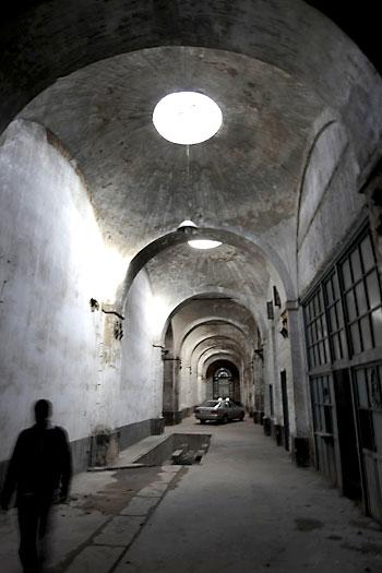 Vista interior de una de las naves de la antigua Fábrica de Artillería. / Paco Cazalla