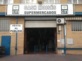 Cash Moisés en el Polígono Store.