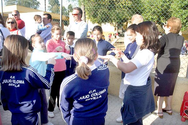 Imagen de archivo del colegio público Julio Coloma, en la carretera de Pineda, uno de los que ganan una unidad más. / Javier Cuesta
