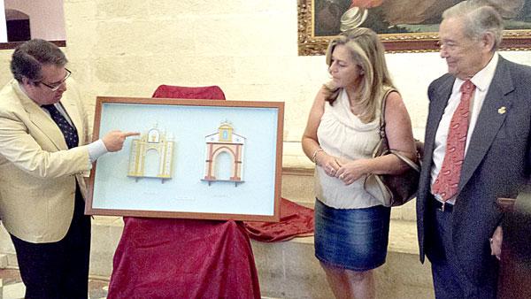 El concejal de Empleo, Economía, Fiestas Mayores y Turismo, Gregorio Serrano, presentando  las maquetas de las portadas.