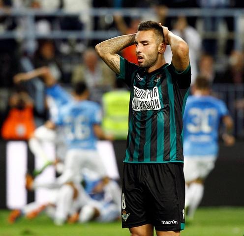 Nono lamenta el 3-2 ante el Málaga en La Rosaleda, una de las siete derrotas / José Ortega