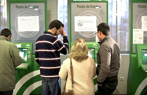 La iniciativa se centra en los parados de larga duración, es decir, los que lleven más de un año de desempleo. / Marcelo del Pozo