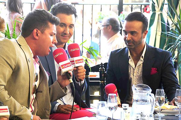 Antonio Cortés arrancó a cantar ante la presencia de Ricardo Castillejo y Luis Rollán. / Fotos: F.J. Baños