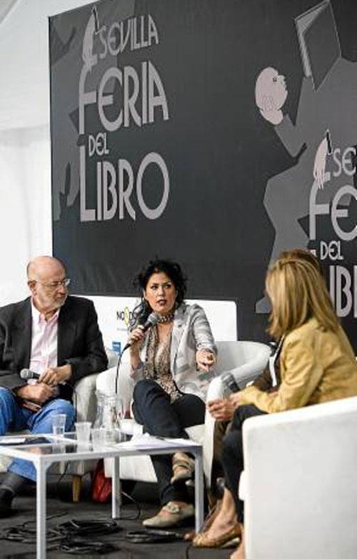 Los participantes de la mesa redonda de ayer en la Feria del Libro. / Foto: Carlos Hernández