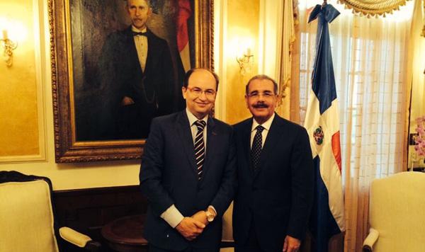 José Castro, con Danilo Medina (Foto: SFC)